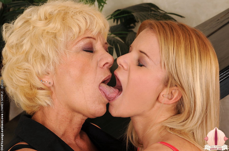 Young Lesbian Eating Old Pussy
