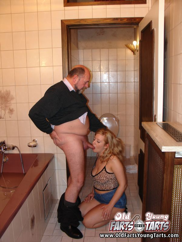 отсос в общественном туалете сосницкий решил