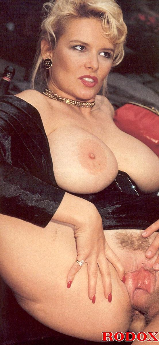 smotret-onlayn-film-erotika-bolshie-siski