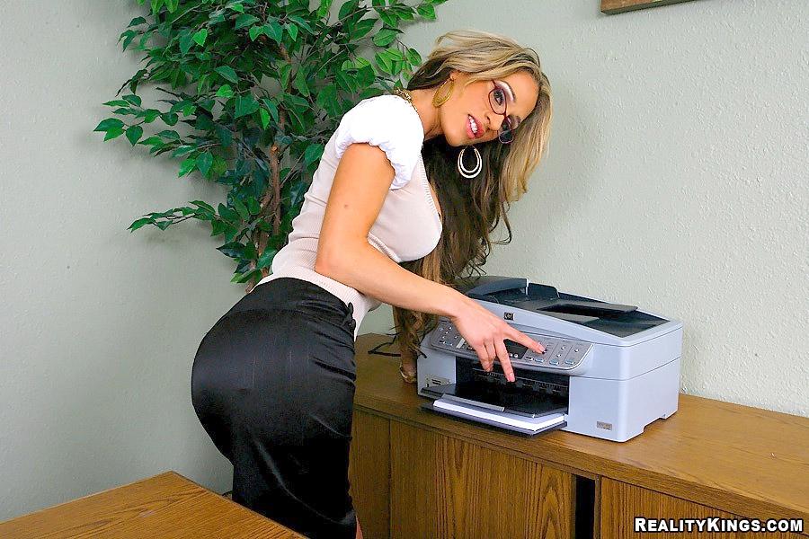 На работе в анал секретаршу сквирт толстушки