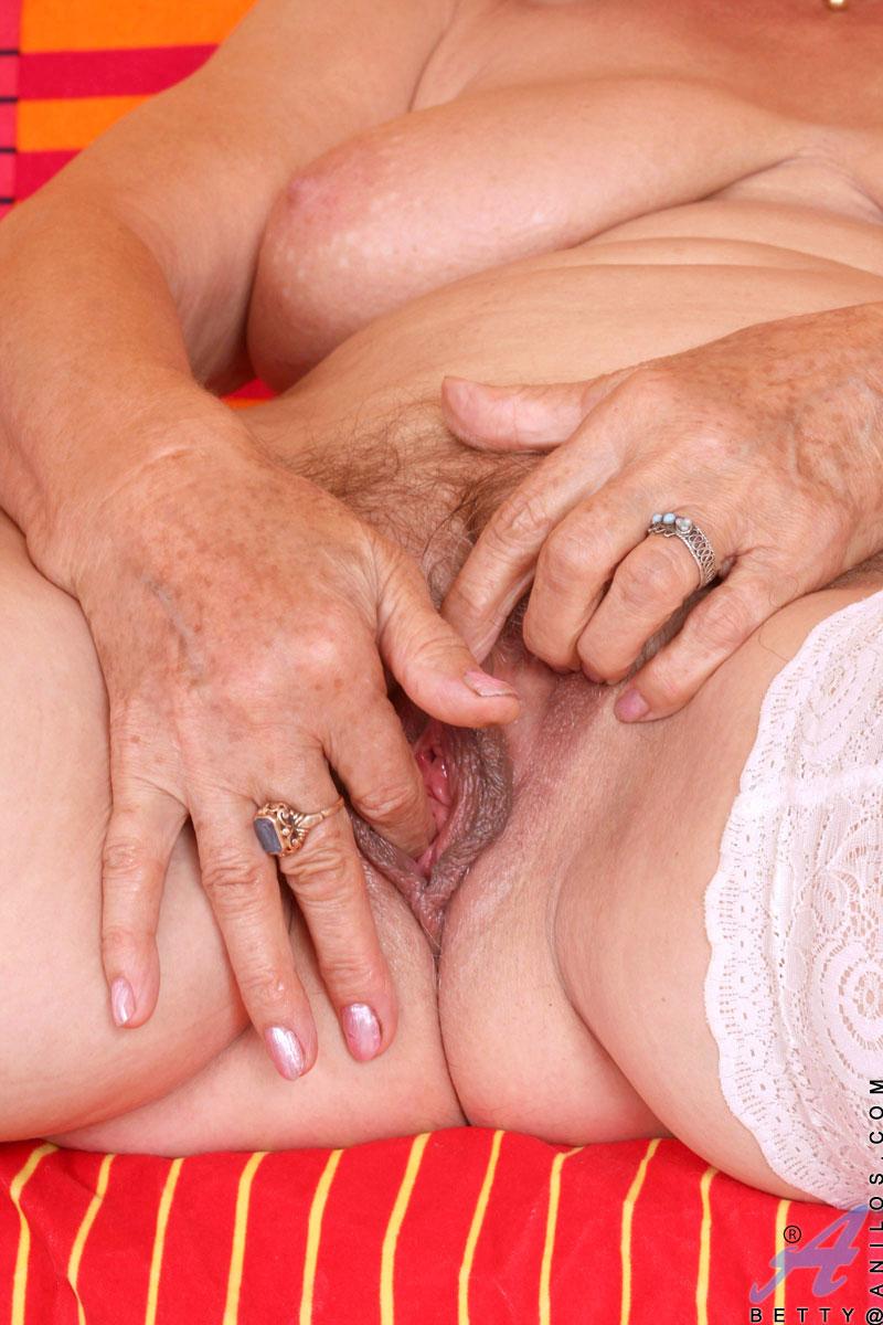 Большой клитор старушки порно видео157