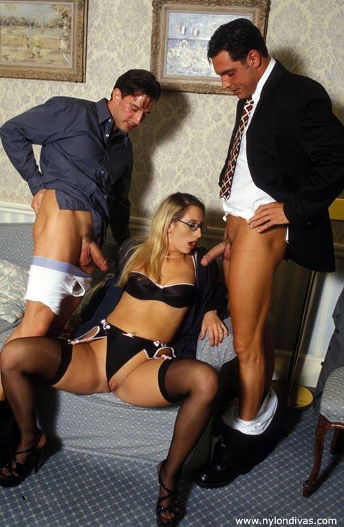 гламурные секс фото бизнес леди шеи пальцах