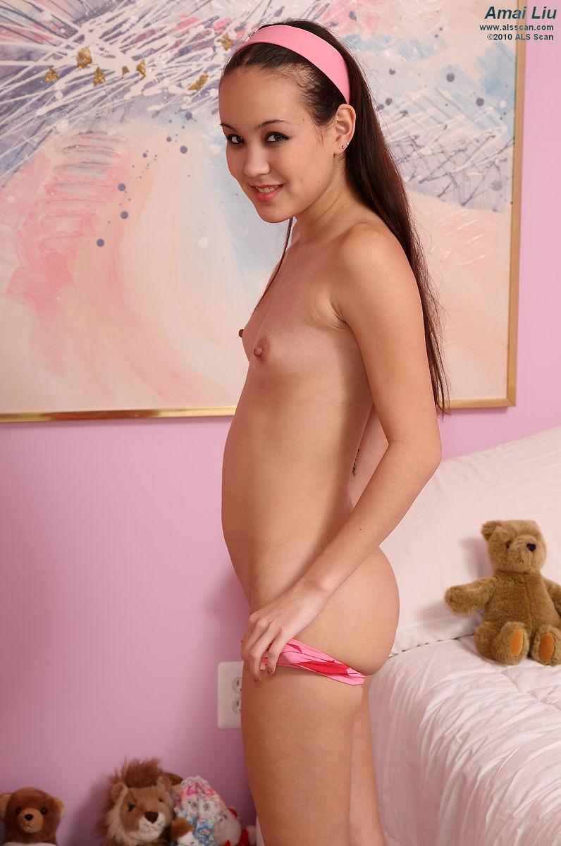 Asian amai liu tits tiny