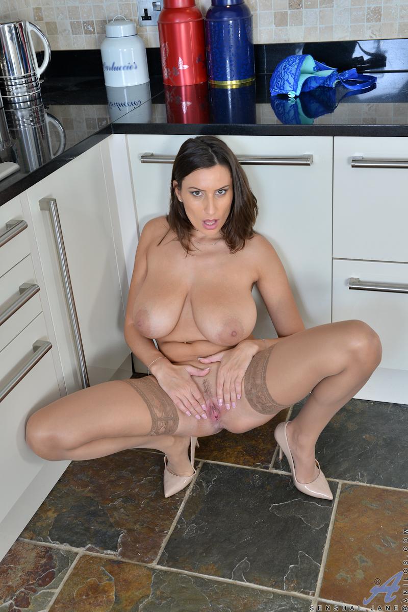 Big tits milf pussy lips