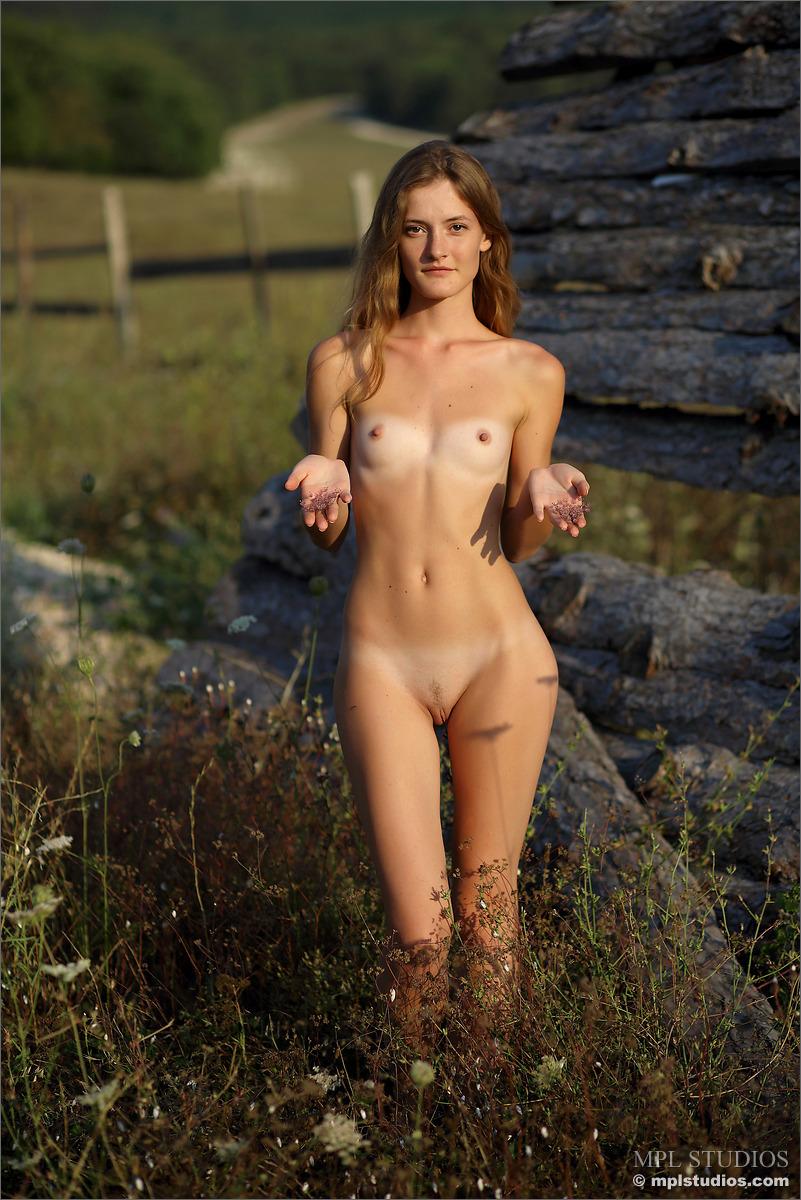 Фото голых деревенских шлюх 19 фотография