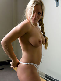 Ex-Marine, future pornstar - Dia Zerva in the ass : Newcomer, Dia Zerva, may look like the wholesome girl next door but this sweet all natural blonde is an Ex-Marine hard body with a kinky streak. She flexes her body, showing off her perfectly toned muscles and perfectly round tits. Dia wastes no time being shy and dives right into the fuckingmachines gym workout, taking big cocks, asking for more speed and repeating machines that give her the best orgasms. She works the Hatchet into a squeaking mess and the poor machine is now in the ass shop! Another hot update from the kink castle - if you havent already - join now!