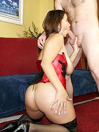 Alanna Ackerman Presents Natural Tits