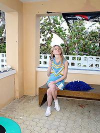 Sheltered Schoolgirl Gets Slimy Creampie