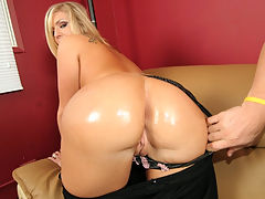 Sexy co ed with a thick ass bouncing on cock like a yo yo