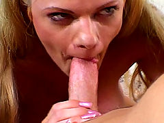 Deep throating amateur showing off all her sex skills
