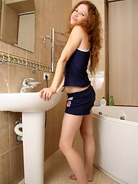 Cute teen solo : Very cute teen girl gets herself off in shower