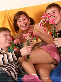 Two guys one teen : These guys give her flowers then cock
