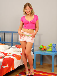 Dick sucking teen gets fucked and eats cum off a plate : Laura was so cute with her little pigtails and braces! But dont let her youthful looks fool you, she has just turned 18 years old and shes a little slut! She sucked his cock, letting it pass through those beautiful lips of hers and then he rolled her over and started to pound into her from behind. He fucked Laura in many positions and then left her face glazed with his cum!
