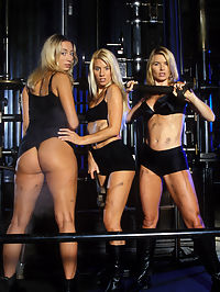 3 blonde lesbian babes partying