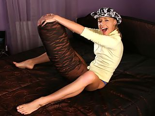 Hanna - Wild Cowgirl : Flexible blonde teasingly strips and fingers hairless quim