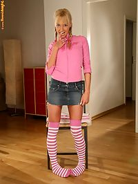 Hanna - Bead Insertion : Flirty blonde cutie strips and works ben wa balls into pussy