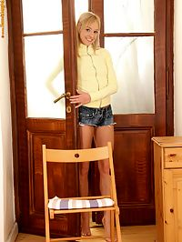 Hanna - Dildo Allure : Cute teen nudes spreads wide and dildos bald quim on chair