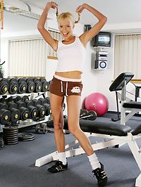 Hanna - Gym Junkie : Flexible blond cutie nudes and spreads long legs wide in gym