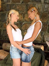 Hanna - Under The Bridge : Bodacious blonde cuties dildo and lap tight quims outdoors