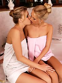 Lena and Claire : Alluring blonde lovers spray and lap fresh twats in bath