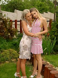 Niki and Tera : Sultry blondes tongue soaking quims in poolside sixtyniner