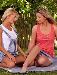 Sunshine and Jolie - Luscious lesbians lick and finger