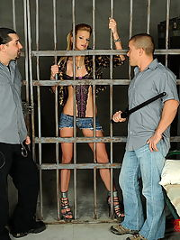 Arrested bitch Bianka fucking with 2 in the prison