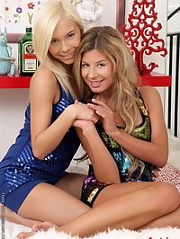 Hot lesbians Ioana and Lisa in asshole doldoing