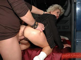 Mature Effie gets fuck after her everyday shopping