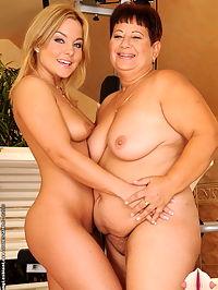 Plump granny sharing doble-dildo with teen girl