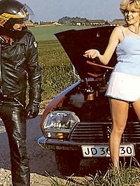 Retro blonde breaks down her car and gets help from biker
