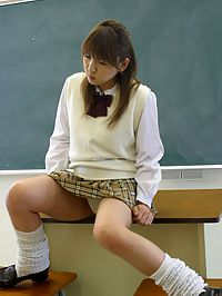 Naughty Japanese teenie pleasing cocks in the classroom