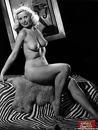 Sexy vintage blondes showing their beautiful naked body