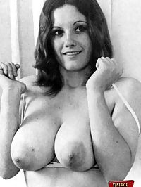 Sexy retro chicks showing their big voluptuos natural boobs
