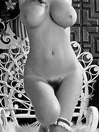 The massive natural tits of Roberta Pedon fully exposed