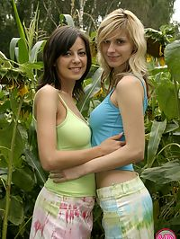Busty teenagers showing their round boobies in the corn