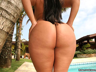 Leila get pounded against the palm tree in thes hot brazilian bikini pics