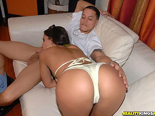 Smoking hot ass latina babe gets her super tight bald box drilled in this hot reality amateur picset