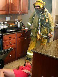 Devon Lee fucking fireman : Babe Devon Lee sucking and fucking a huge firehose