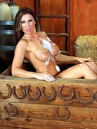 Devon Lee wet in the barn : Busty MILF Devon Lee getting a wild west wash down
