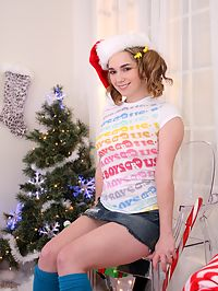 Teen giving Xmas blow job : Cute teen Sammy Grand giving blowjob for Christmas
