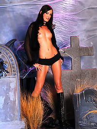Hailey Young on Halloween : Horny Hailey Young in Halloween graveyard photoset