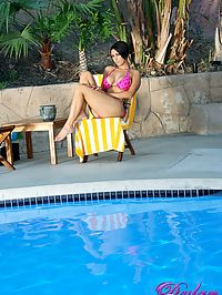 Dylan Ryder fun in a pool : Dylan Ryder masturbates and gives blow job in pool
