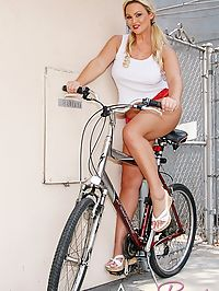 Busty blonde Abbey Brooks : Busty blonde Abbey Brooks posing nude with bicycle