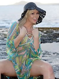 Abbey naked on the beach : Busty Abbey Brooks baring it all on Hawaiian beach