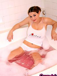 Cassandra taking hot bath : Cassandra Calogera taking an erotic hot bubblebath