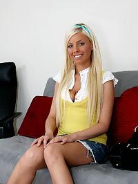 Brittney Amber sucks cock : Blueeyed blond teen babe Brittney Amber sucks cock