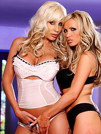 Puma Swede and Nikki Benz : Puma Swede and Nikki Benz having sapphic fuck fest