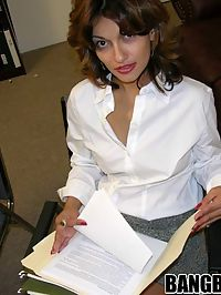 Latina milf in mini skirt gets laid at work
