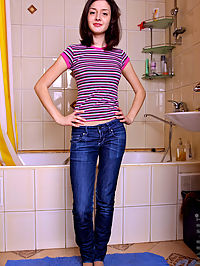 Nubiles.net Anya - Sexy Nubile Anya taunts her clitoris with the pressure from a shower head : Sexy Nubile Anya taunts her clitoris with the pressure from a shower head